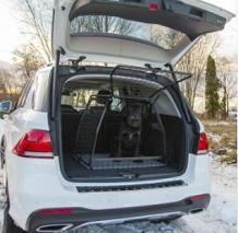 hundebur med funktionel sideåbning til bil. Passer til de fleste store stationcars. Høj sikkerhed for både hunden og passagerne
